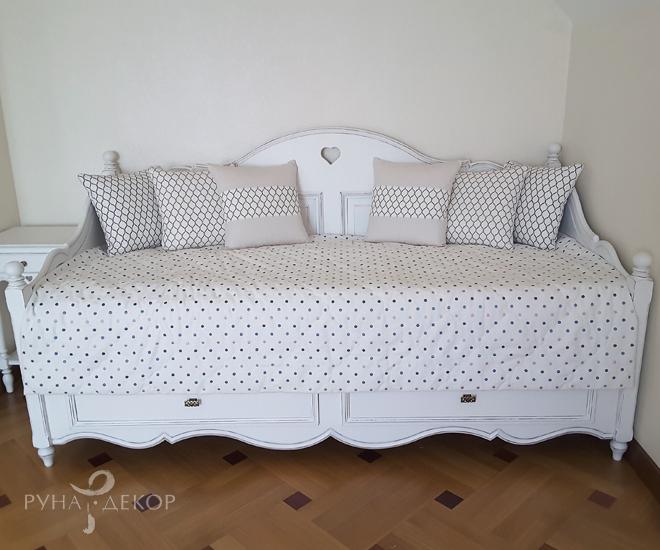 Геометрический рисунок в спальне 04