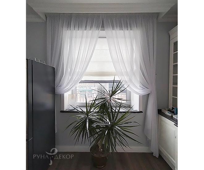 Римские шторы с тюлем на кухне 02
