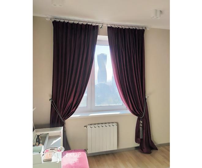Шторы в спальне в апартаментах с видом на Москва-Сити 02