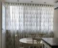 Тюль с орнаментом на кухне 01