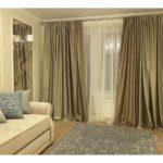 Золотые шторы в гостиной